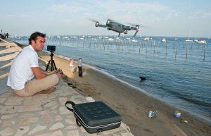 L'utilisation de plusieurs drones aériens permet d'efficacement passer une large zone au peigne fin et détecter des épaves par transparence de l'eau © Octopus Foundation