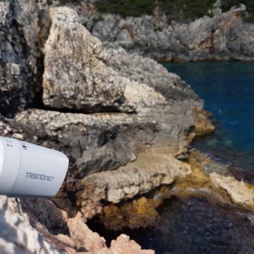 Caméra POE installé à l'entrée d'une grotte à phoque © Octopus Foundation