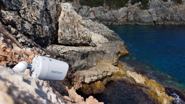 Camera qui surveille l'entrée d'une grotte à phoque © Octopus Foundation