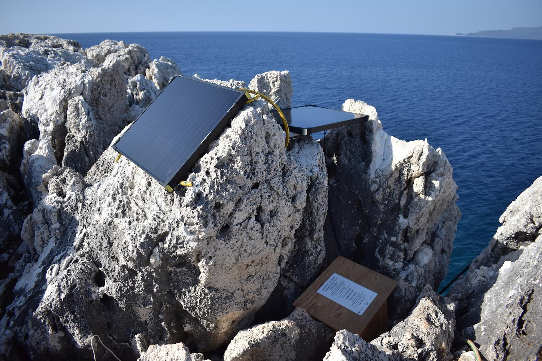 Premier prototype de système de monitoring autonome et connecté installé en Grèce en 2018 © Octopus Foundation