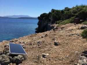 Installation du 4e kit test autour d'une nouvelle grotte en mer Ionienne © Fondation Octopus
